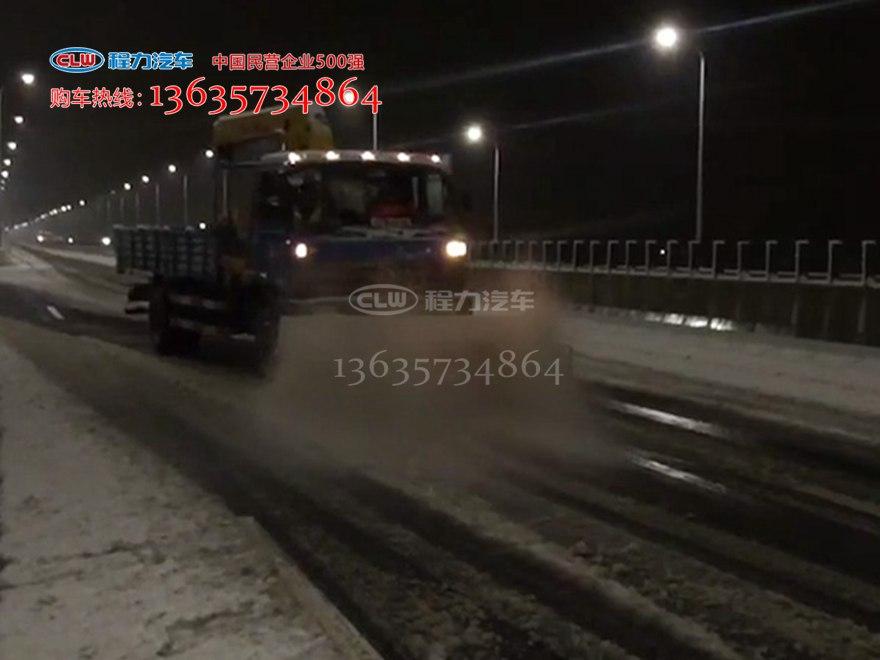 多功能扫雪滚刷夜间工作视频